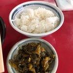 日和田製麺所 - 無料の白飯と高菜漬け(o^^o)