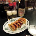 日高屋 - 料理写真:中瓶ビール450円と餃子230円