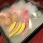 89977098 - 最初の一皿目・お肉の玉手箱