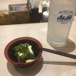 松乃家 - レモンサワーセットから、レモンサワーと冷奴500円。他に揚げ物チョイスあり