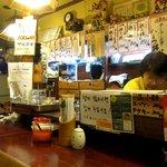 鶴橋まぐろ食堂 - カウンター席