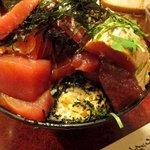 鶴橋まぐろ食堂 - マグロを掘る・・・と丼の奥深くからご飯が出てきた・・・