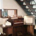 ワココロ - 階段下のピアノの後ろがキッチン