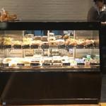 箱根ベーカリー - 惣菜パンのショーウィンドウ