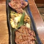 牛タン圭助 - 牛タンの食べ比べ(厚切り、通常)