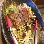 圭助 - 牛タンほぐしと和郷園野菜のサラダ