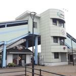 ツミキ - 駅舎の一部のようなお店
