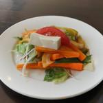 カーン・ケバブ・ビリヤニ - ランチのサラダ