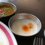 カーン・ケバブ・ビリヤニ - ソースをかけて味の違いを楽しむ