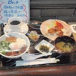 ケヤキ - Bランチ(カツオのバクダン丼、鶏の唐揚げ、焼茄子、味噌汁、高菜漬)