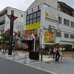 MANNA - 三条通りからお店の建物を見る。