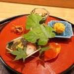 日本料理 太月 - 八寸:つるむらさきのお浸し、南京(南瓜)たこ煮物、べっこう卵、とうもろこしの揚げ物、沢蟹