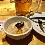 地酒・海鮮居酒屋 灯 - お通し湯葉と大根はんぺんの炊き合わせ