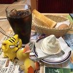 コメダ珈琲店 - 料理写真:クリームコーヒー540円(税込)+モーニングAセット(定番ゆで玉子)