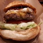 Island Burgers - うーん、お肉ジューシー♪