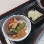 磯屋食堂 - 小鉢とお漬物