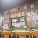磯屋食堂 - 壁にはメニューがたくさん