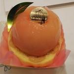 89998788 - まるごと桃とロールケーキ
