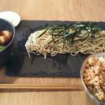 星ノ灯 - トロトロ豚角煮と青菜のつけ蕎麦 1200円、ランチ限定ミニ丼 鶏そぼろ丼(うずらのたまごのせ) 200円