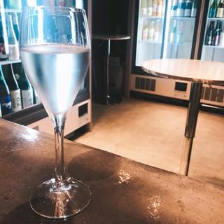 120種類以上のお酒が一律グラス一杯480円!