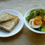 モーリス カフェ - 【MORRIS CAFE】セットのトースト・サラダ