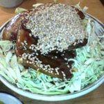 里のうどん 石川店 - バラ丼。半分サイズでもボリュームある。