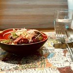 90001355 - farinamore@鶴岡 平日限定 日替わりランチセット 季節の野菜サラダ 横から