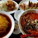 四喜紅 - 料理写真:焼き餃子ランチ(600円)に特製刀削麺付き(+250円)
