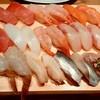 すし玉 - 料理写真:すし玉@ルミネ横浜店 あじ、こはだ、白つぶ貝、車えび、たい、かんぱち、甘えび、いか、まぐろ、サーモン、中とろ