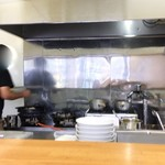自家製麺しゅん作 - オープンキッチン