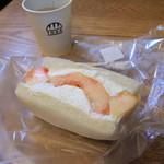 パンのトラ - 料理写真:フルーツサンド 桃