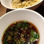 90017475 - 黒旨つけ汁と海苔たっぷりの麺