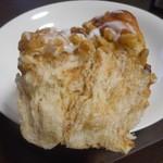 みつわベーカリー - メープルナッツ(断面)