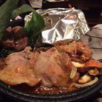 関サービスエリア(上り線)レストラン「かごの屋」 - 飛騨牛と鶏ちゃんと朴葉味噌が一度に