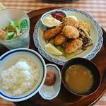 洋食勝井 - 牡蠣フライ定食〜(๑´∀`๑)