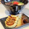 武虎 - 料理写真:背脂豚骨ラーメンと一口ぎょうざ