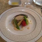 レストラン シェ・リュイ - エゾアワビとオマール海老ワイン蒸し クリームのソース