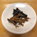 釜揚うどん一忠 - 昆布と鰹節の佃煮(卓上にあります)