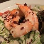 マダムシュリンプ - マダムシュリンプ(東京都中央区銀座)マダガスカル産 永遠の海老とアボカドと葉野菜のサラダ