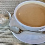 カラコル - キャラメルフレーバーのロイヤルミルクティー¥1000(税込) 生クリームは別皿でお願いしました。