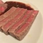 マダムシュリンプ - マダムシュリンプ(東京都中央区銀座)仙台和牛フィレ肉のステーキとランプ肉ステーキのハーフ&ハーフ