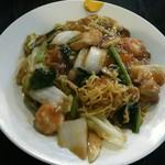 中華食堂 くろ - AKY 麺をひっぱり出し