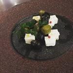 まちのイタリアン ワイン酒場 con le mani - オリーブとクリームチーズ