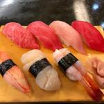 本まぐろ寿司処 カネトモ - 料理写真: