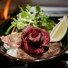 バッファロー - 料理写真:櫻井畜産の黒毛ワイン和牛レアステーキ2018「魅力 ぎゅうぎゅう丼」