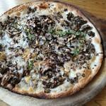 90030253 - トリュフ香るバルサミコマッシュルームピザ