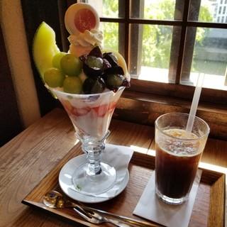 くらしき桃子 倉敷本店 - サマースペシャルパフェとアイスコーヒー