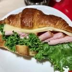 マーメイドカフェ - クロワッサンサンド熟成ハム&チーズ¥421(税込)