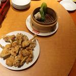 南国亭 - 骨付き鶏の唐揚げ