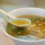 餃子飯店 - スープはあっさり